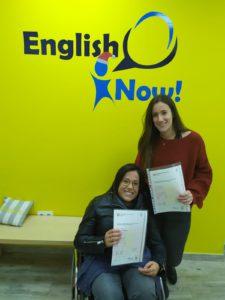 Foto de alumnos con certificados